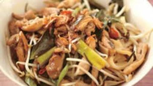Stir Fry Hokkien Noodles with Chicken, Chilli and Beans